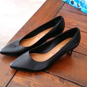 Clarks black cushioned low heel Size 8.5